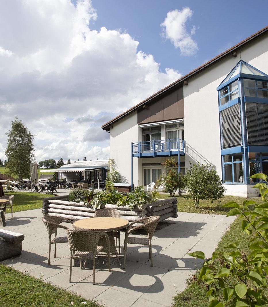 La Résidence La Courtine offre de grands espaces extérieurs, en pleine nature